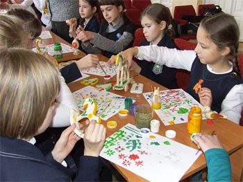 Ukrainian schoolchildren at a toy-painting workshop. Photo by Kharakhu/Wikimedia Commons.