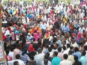 Over 2000 University of Khartoum students congregate to make plans and reach by consensus their collective demands, Apr 13, 2014.